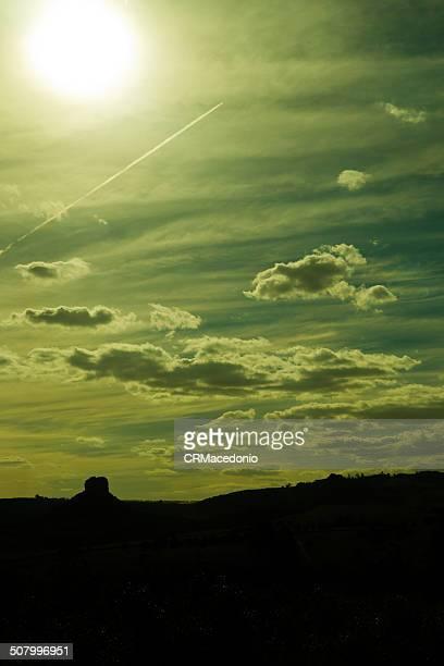jet plane on sunset. - crmacedonio fotografías e imágenes de stock