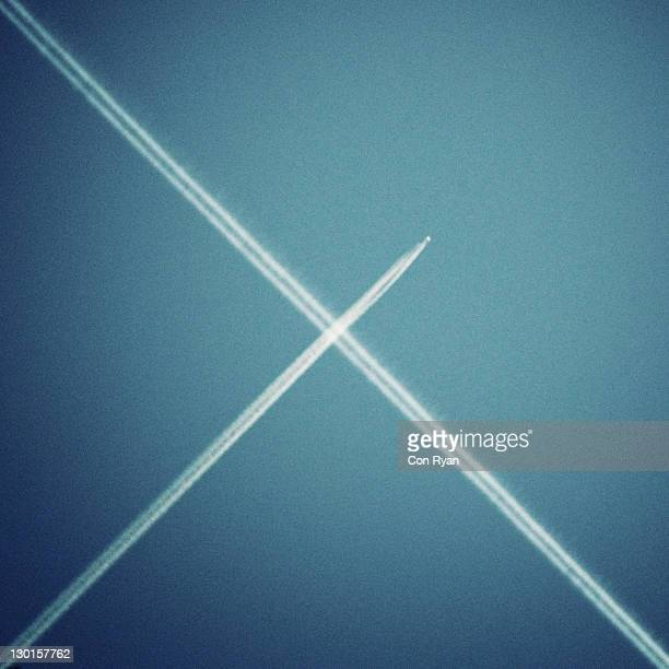 Jet trails crossing