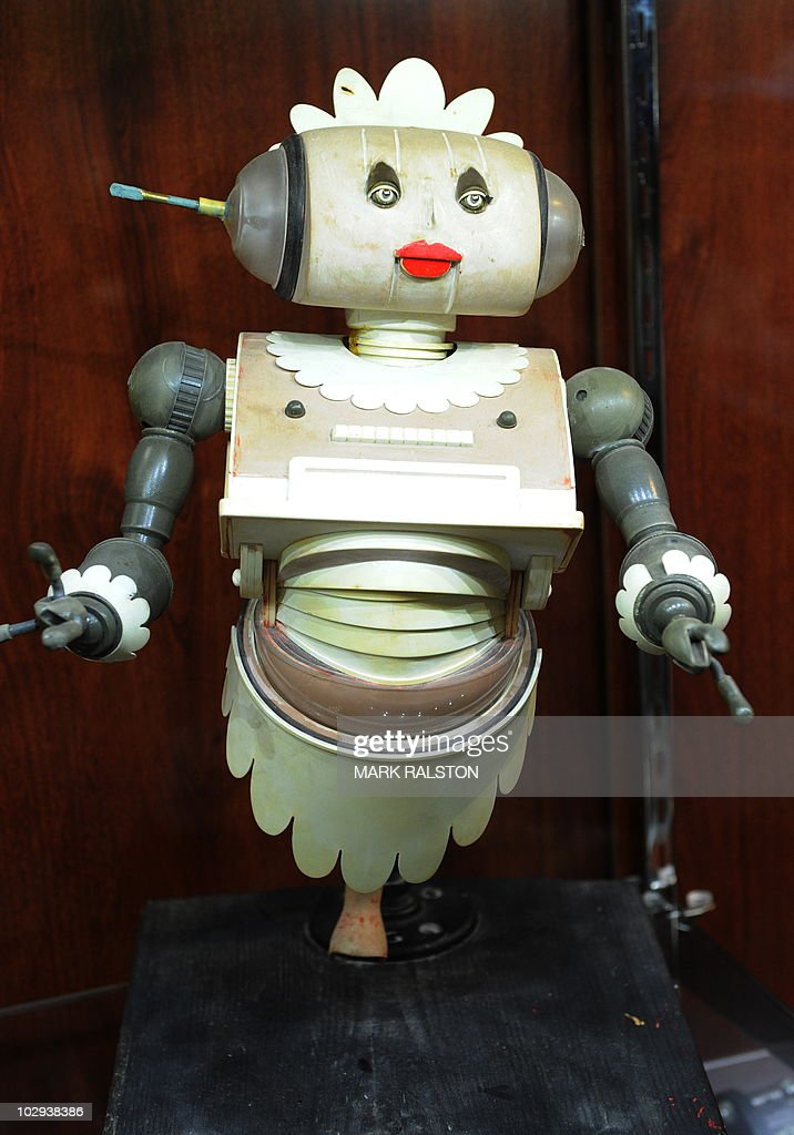 """A Jetsons """"Rosie the Robot"""" maquette tha : News Photo"""