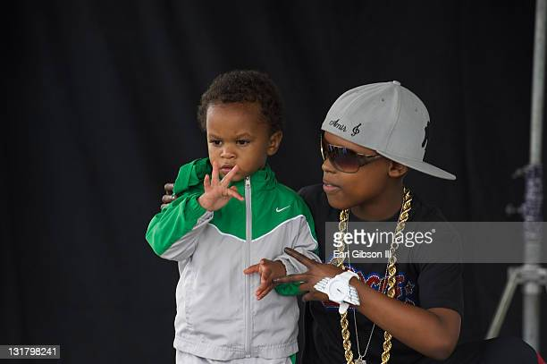 Jett Hamilton Roberts counts with Amir before his performance at the 6th Annual Brittiana Smile For Life Run/Walk at Kenneth Hahn Park Trails on May...