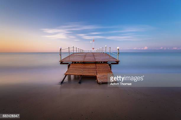 jetty at the beach - achim thomae stock-fotos und bilder