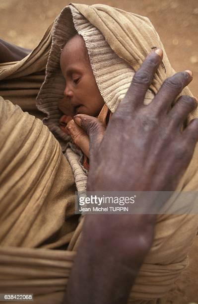 Jeune enfant souffrant de famine le 30 août 1992 à Baidoha Somalie