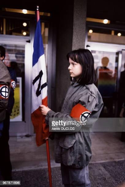 Jeune femme d'extrêmedroite manifestant lorsr d'une élection à laquelle les immigrés peuvent participer 19 mai 1985 à MonsenBaroeul France