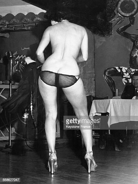 Jeune femme en culotte au Jungle Club à Miami Floride EtatsUnis