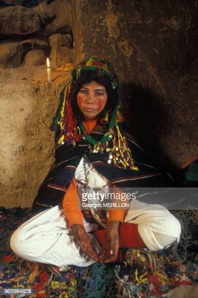 Jeune mariée berbère à Imilchil le 18 septembre 1990 Maroc