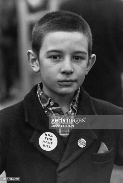 Jeune membre du 'British Movement' partie d'extrême droite anglais lors d'une manifestation à londres le 26 novembre 1980 RoyaumeUni