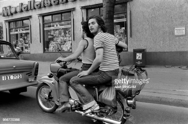 Jeunes allemands en motocyclette lors des manifestations célébrant le 30ème anniversaire de la fondation de la RDA à BerlinEst le 1er juin 1979...
