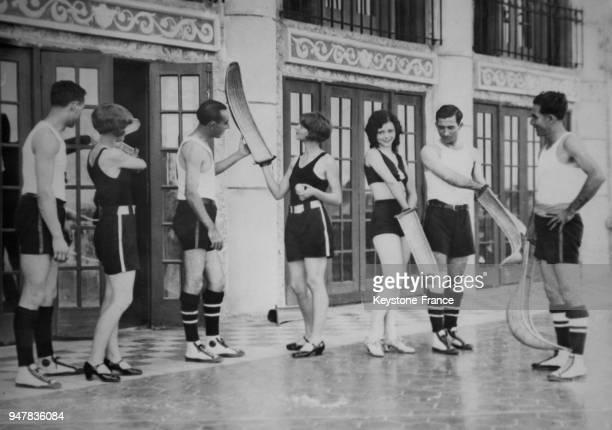 Jeunes Américains prenant un cours de pelote basque en Floride EtatsUnis