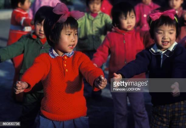 Jeunes enfants dans une école en septembre 1980 à Pékin Chine