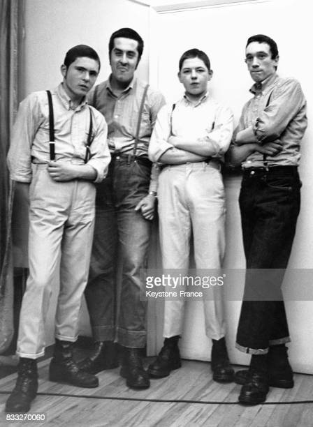 Jeunes gens appartenant à la première mouvence skinhead prolétaire et apparentée à la mouvence mods RoyaumeUni circa 1960