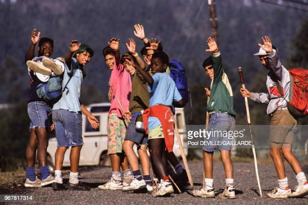 Jeunes pèlerins lors de la visite de JeanPaul II à SaintJacquesdeCompostelle le 21 août 1989 Espagne