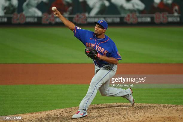 Jeurys Familia of the New York Mets delivers a pitch against the St. Louis Cardinals in the seventh inning in game 2 of a doubleheader at Busch...