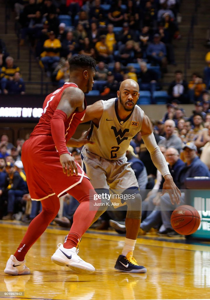 Jevon Carter #2 of the West Virginia Mountaineers brings the ball down court against the Oklahoma Sooners at the WVU Coliseum on January 6, 2018 in Morgantown, West Virginia.