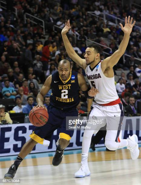 Jevon Carter of the West Virginia Mountaineers is defended by Nigel WilliamsGoss of the Gonzaga Bulldogs during the 2017 NCAA Men's Basketball...