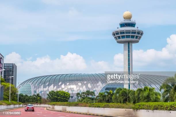 jewel changi airport singapore - チャンギ空港 ストックフォトと画像