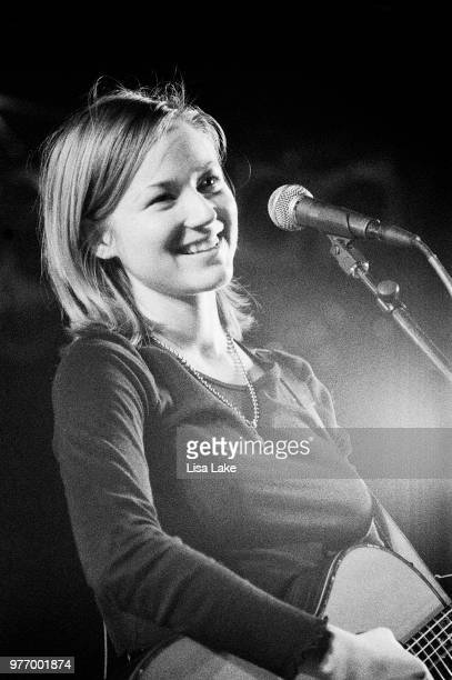 Jewel performs on January 23, 1996 in Allentown, Pennsylvania.