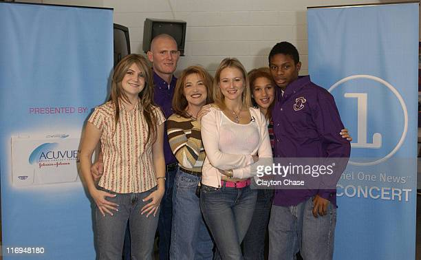 Jewel with Thompson family lr Meagan Ric Angie Abbey and Tyson