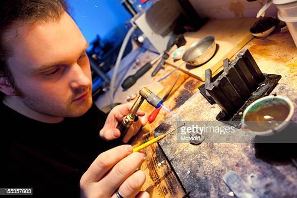 Juwelier arbeiten mit blow torch