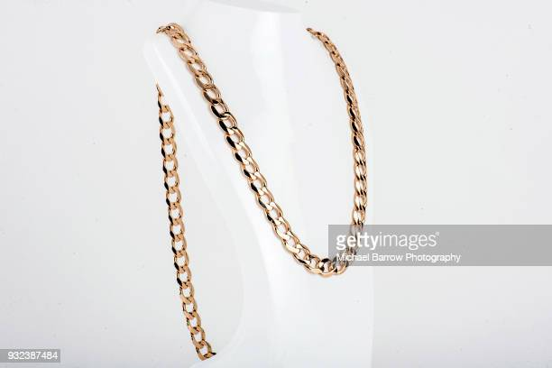 jewellery shot in studio - halsketting stockfoto's en -beelden