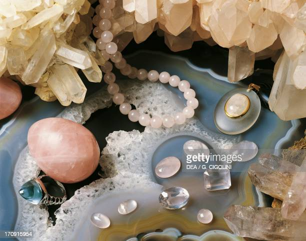 Jewelry and precious stones in Rose Quartz oxide