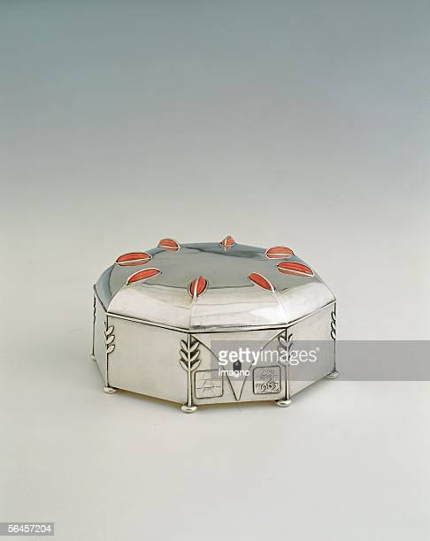 Jewelry box for Alma Mahler 1902 Silver corals Implementation Alexander Sturm Vienna 7 x 135 x 135 cm Private property London [Schmuckdose fuer Alma...