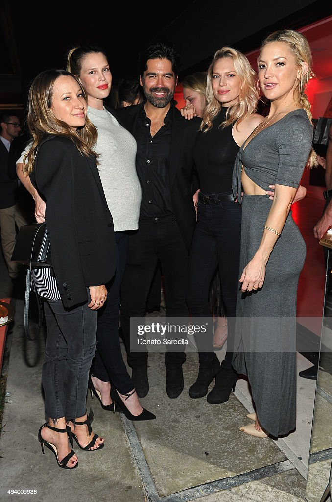 Jewelry designer Jennifer Meyer, actress Sara Foster, host Brian Atwood, actresses Erin Foster and Kate Hudson attend Brian Atwood's Celebration of PUMPED hosted by Melissa McCarthy and Eric Buterbaugh on October 23, 2015 in Los Angeles, California.