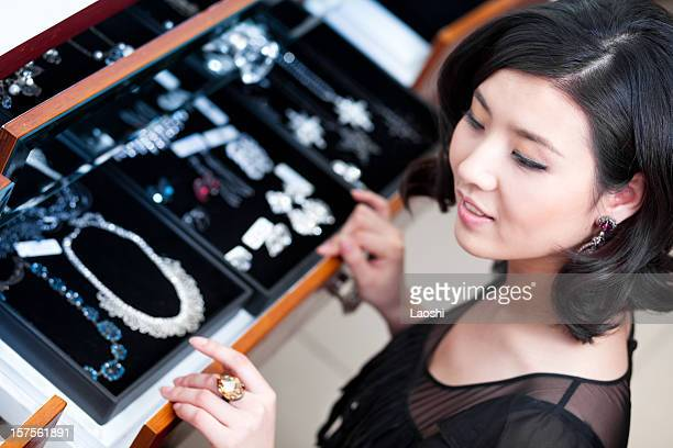 jewelry shopping - jewellery stock pictures, royalty-free photos & images