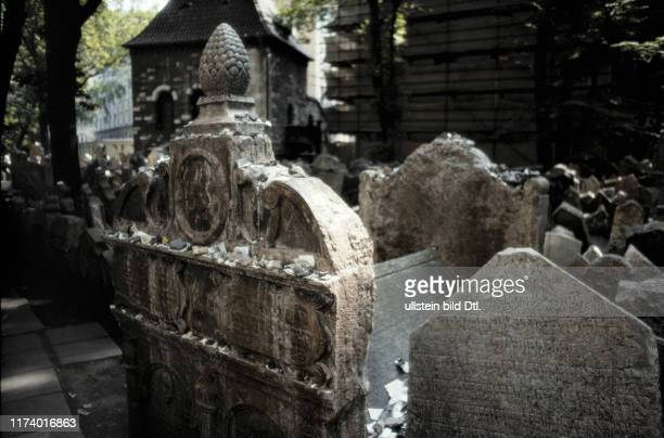 Jewish Cemetery in Prag, grave of Rabbi Löw