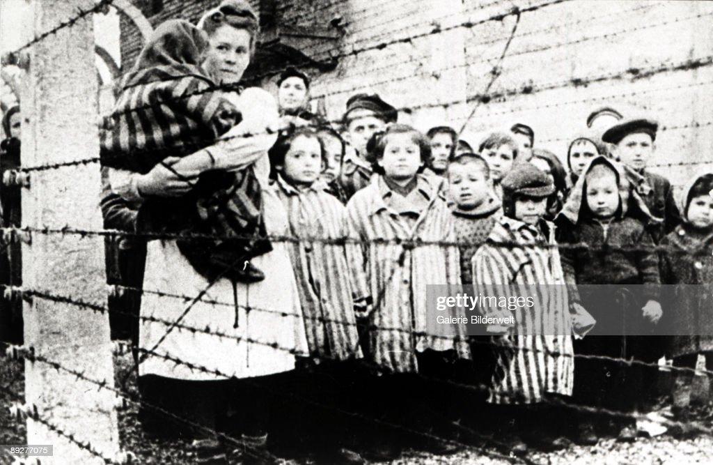 Children At Auschwitz : Foto jornalística