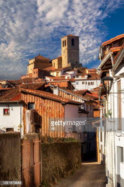 jewish district of hervás, in the background the church of santa maría, cáceres, extremadura, spain - caceres stock pictures, royalty-free photos & images