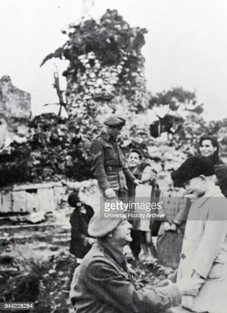 Jewish Holocaust survivors in Italy meeting soldiers from the Jewish Brigade 1945