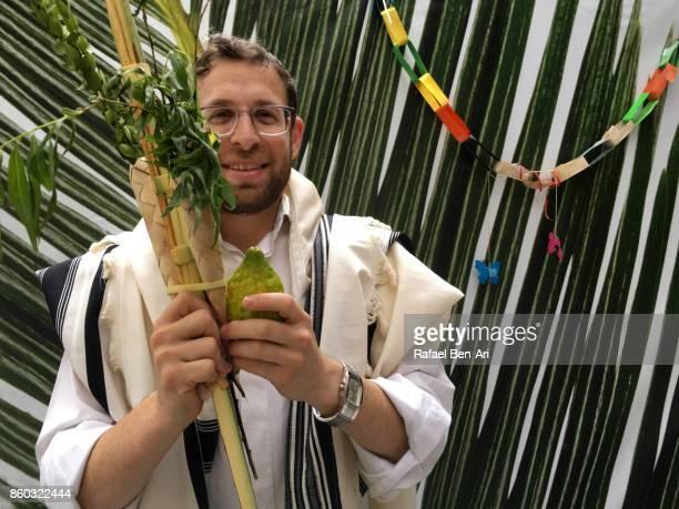 jewish man blessing on the four species in sukkah - rafael ben ari imagens e fotografias de stock