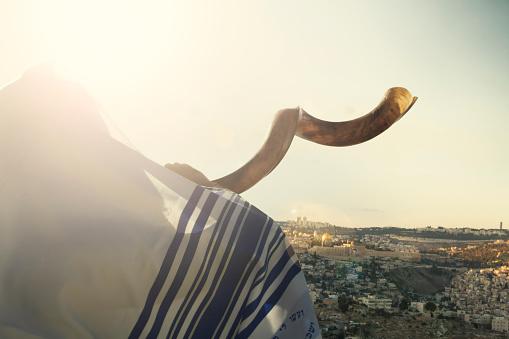 Jewish man blowing the Shofar in Jerusalm 541292948