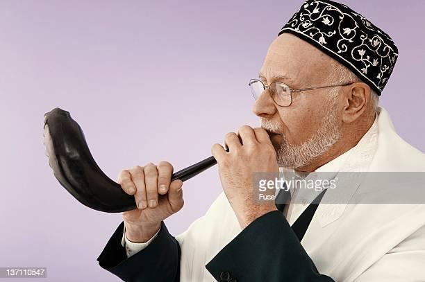 jewish man blowing the shofar - jewish prayer shawl stock pictures, royalty-free photos & images