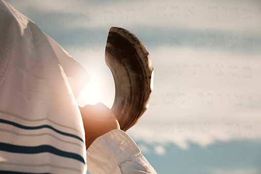 Jewish man blowing the Shofar 545554480