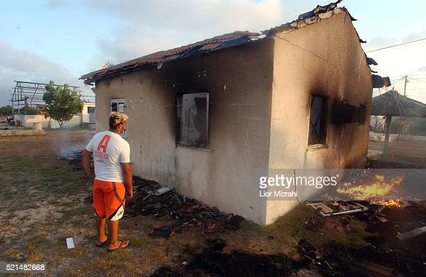 Jewish settler burning his house in the settlements of Bedolah in the Gush Katif bloc of Jewish settlements in the southern Gaza Strip Tuesday August...