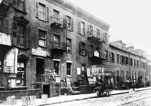 Jewish slum on East Broadway New York USA c1900 Between 1880 and 1924 thousands of Jews left Eastern Europe many settling in New York's Lower East...