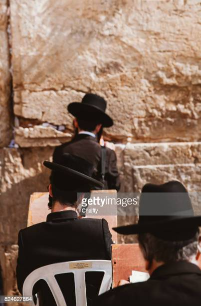 jews praying at western wall - wailing wall stock pictures, royalty-free photos & images