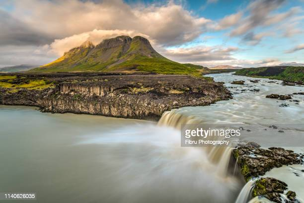 þjófafoss waterfall in front of búrfell volcano - austurland stock-fotos und bilder