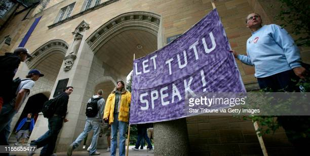 HOLT ¥jgholt@startribunecom 10/8/2007Sue Skog left and Coleen Rowley held a sign near The University of St Thomas administration building trying to...