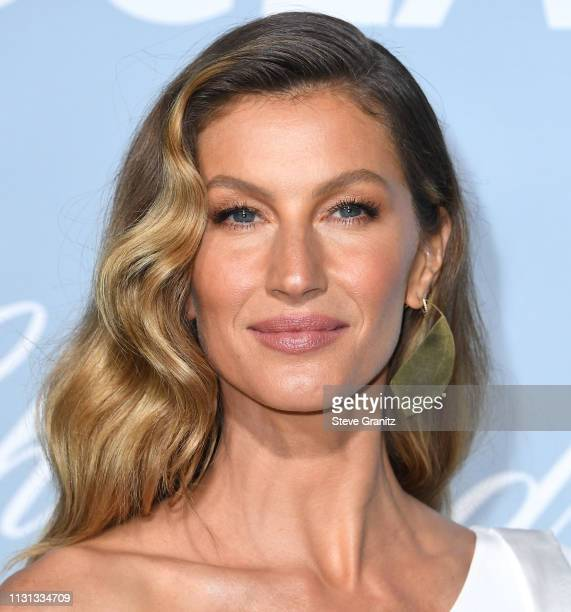 JGisele Bündchen arrives at the Hollywood For Science Gala at Private Residence on February 21, 2019 in Los Angeles, California.