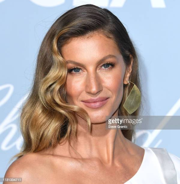 JGisele Bündchen arrives at the Hollywood For Science Gala at Private Residence on February 21 2019 in Los Angeles California