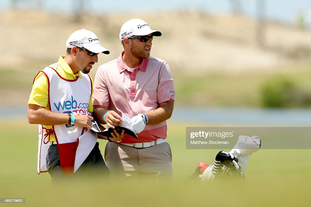 Jhared Hack of the United States confers with his caddy before... News  Photo - Getty Images