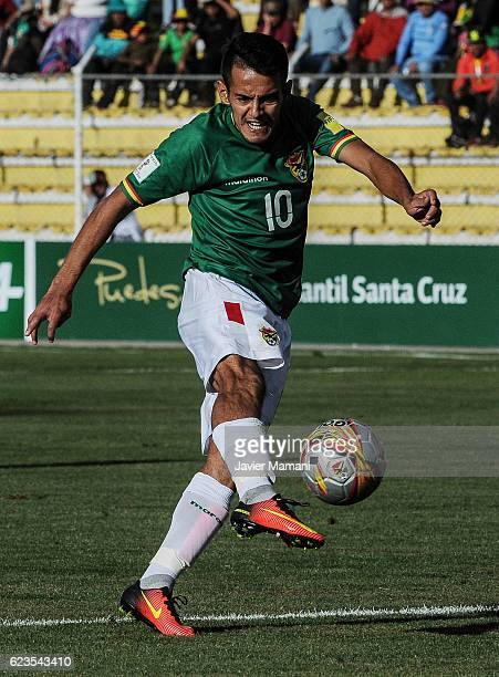 Jhasmani Campos of Bolivia takes a shot during a match between Bolivia and Paraguay as part of FIFA 2018 World Cup Qualifiers at Hernando Siles...
