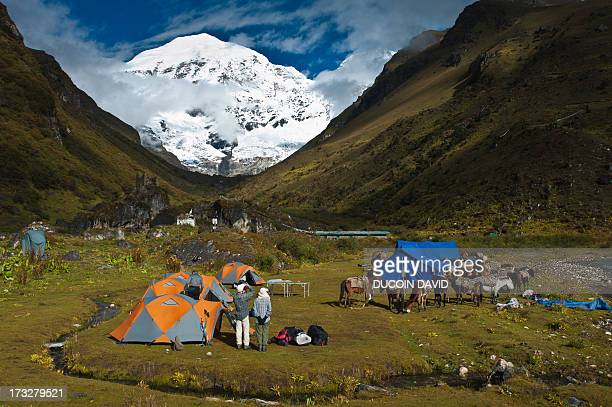jhomolhari base camp in timphu region, bhutan - base camp stock pictures, royalty-free photos & images