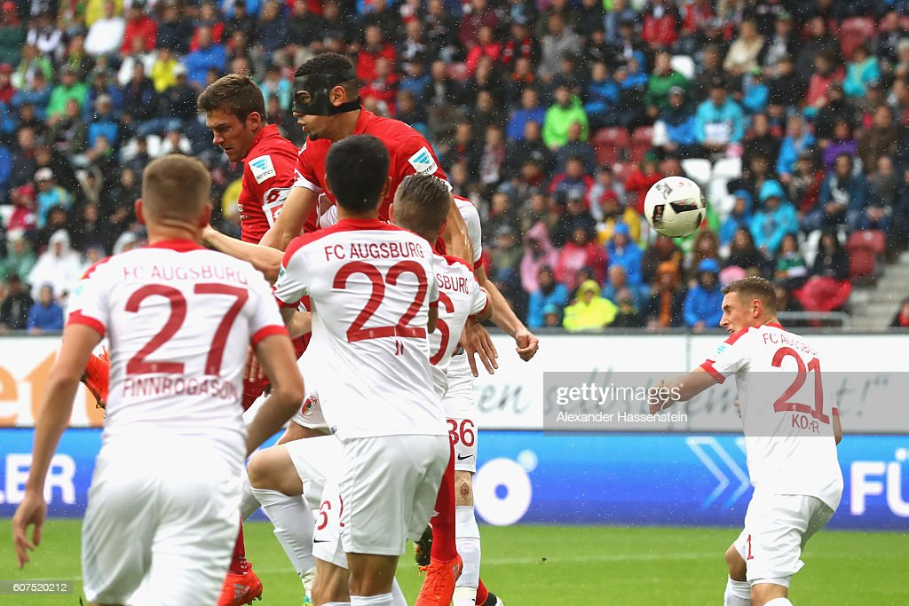 Jhon Andrés Córdoba Copete (C) of Mainz scores the opening goal during the Bundesliga match between FC Augsburg and 1. FSV Mainz 05 at WWK Arena on September 18, 2016 in Augsburg, Germany.