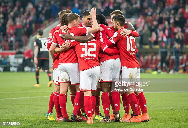 Jhon Cordoba of 1 FSV Mainz 05 celebrates the second goal for his team with Pablo de Blasis of 1 FSV Mainz 05 Yunus Malli of 1 FSV Mainz 05 and Jairo...