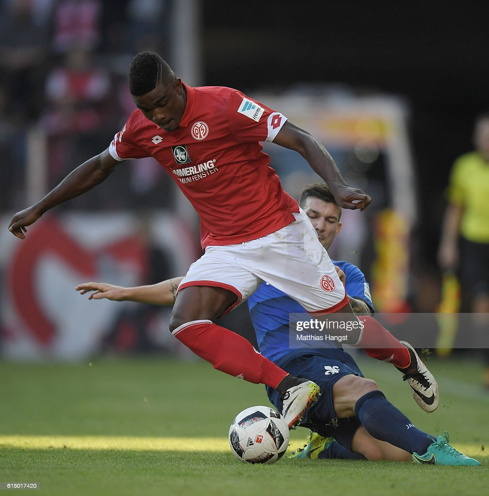 Jhon Cordoba (L) of Mainz and Jerome Gondorf (R) of Darmstadt battle for the ball during the Bundesliga match between 1. FSV Mainz 05 and SV Darmstadt 98 at Opel Arena on October 16, 2016 in Mainz, Germany.