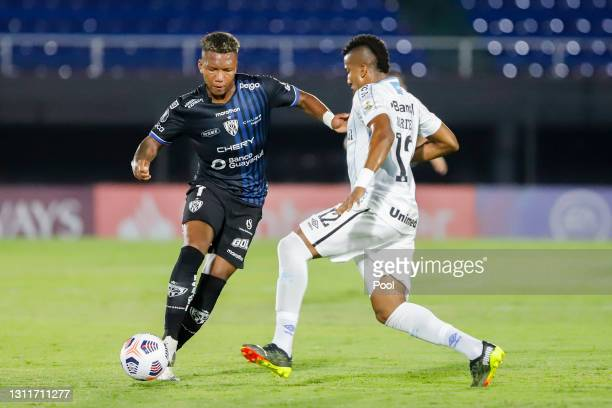 Jhon Sánchez of Independiente del Valle fights for the ball with Bruno Cortés Barbosa of Gremio during a third round first leg match between...