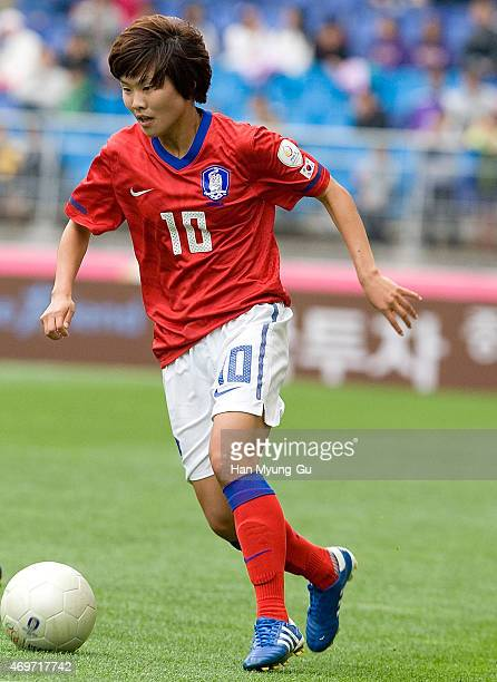 Ji So-Yun of South Korea competes for the ball during the Peace Queen Cup Final match between Australia and South Korea at Suwon World Cup Stadium on...